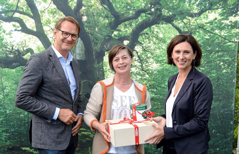Bürgermeister Marcus Martschitsch, Frau in der Wirtschaft-Bezirksvorsitzende-Stellvertreterin Tanja Kirisits und Katharina Heil